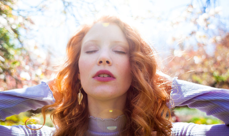 Allergies Ruining Your Spring? Here Are 6 Essential Oils That Actually Help Hero Image