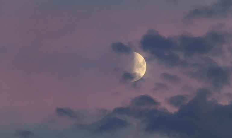 It's The Taurus New Moon! 8 Ways To Reap Its Creativity-Boosting Benefits Hero Image