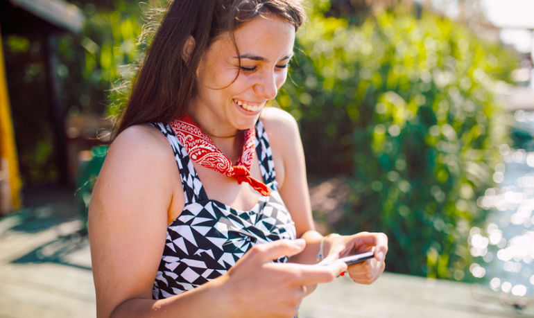 5 Secrets To Making Online Dating Work For You (According To A Couples Therapist) Hero Image