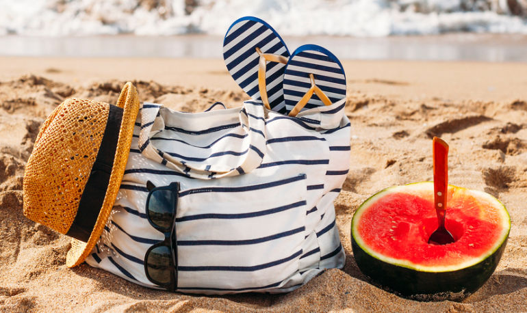 8 Ways To Detox Your Beach Bag Hero Image