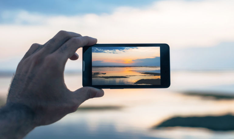 How To Have A Healthy Relationship With Your Smart Phone Hero Image