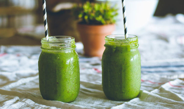Bookmark This: The Only Formula You Need For A Perfect Green Smoothie, Every Time Hero Image