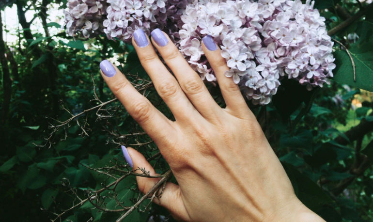 The Mood-Boosting Nontoxic Nail Polishes You Need To Try Right Now Hero Image