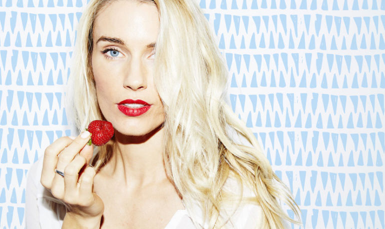 How The Co-Founder of Sakara Life Gets Her Glow Hero Image