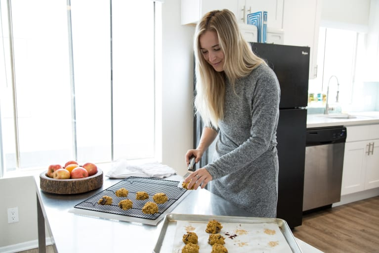 The Flourless, Sugar-Free Cookies This Yogi Brings To Every Holiday Party
