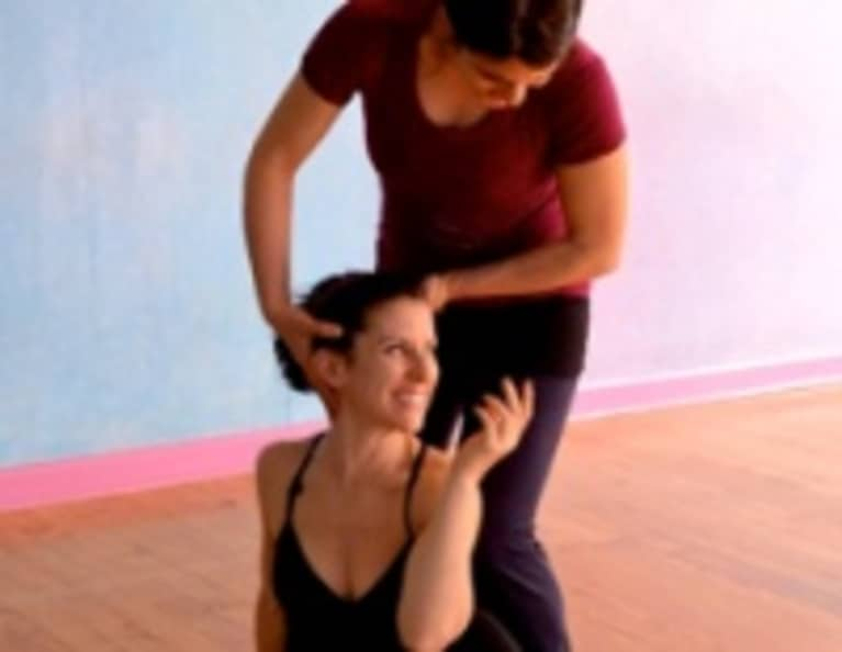 The Art of Assisting Asana: 10 Guidelines for Yogis