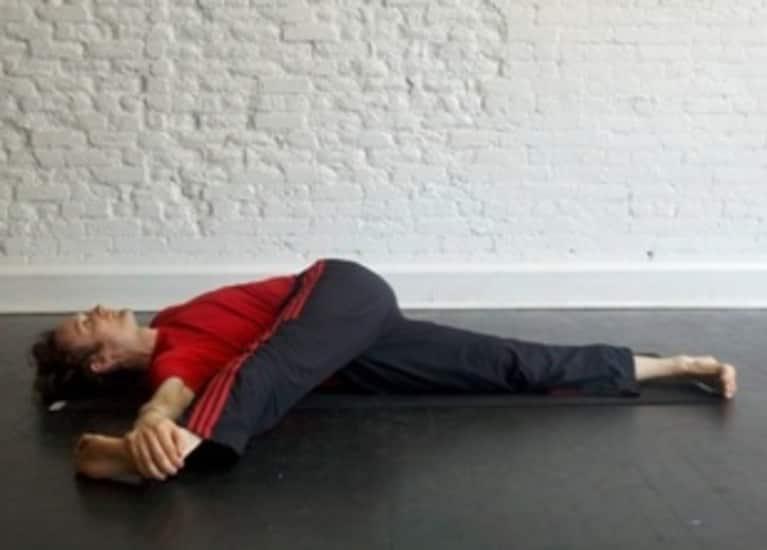 Reclining Single Leg Twist: How-to, Tips, Benefits