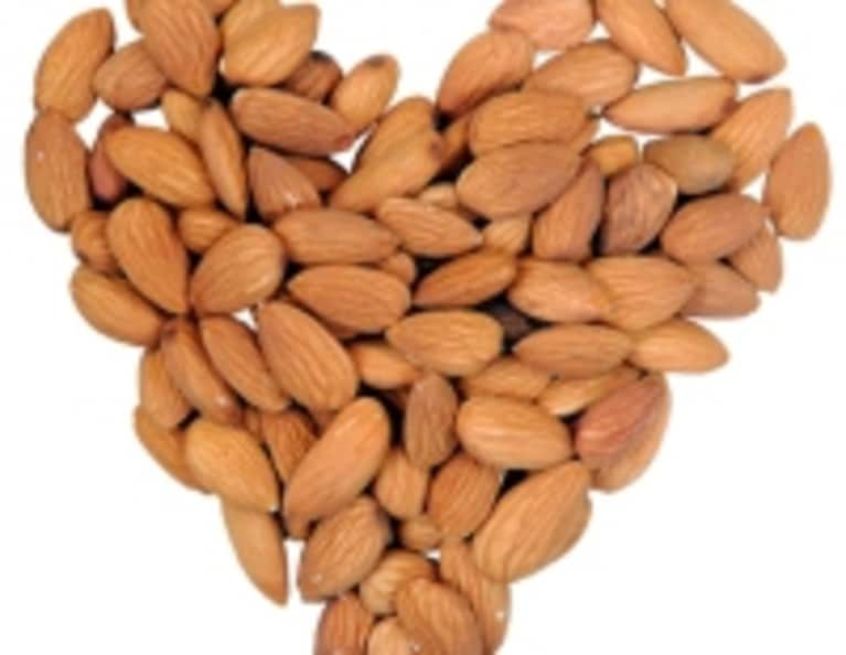 9 Reasons to Eat Almonds