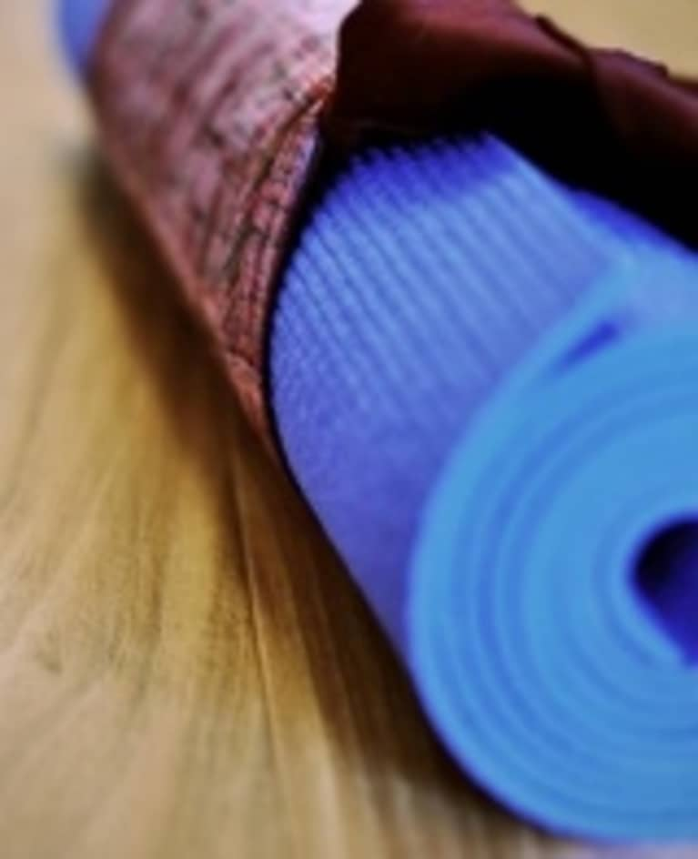 How to Clean Your Yoga Mat with Non-toxic Ingredients