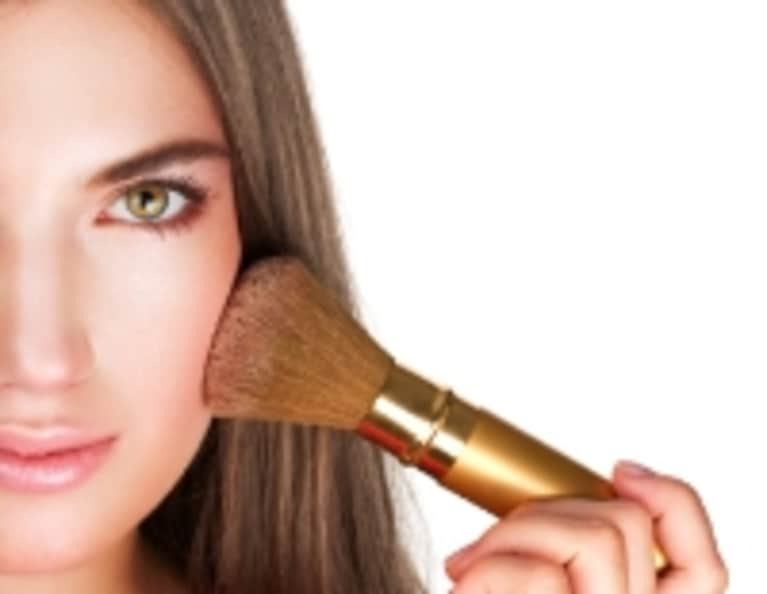 5 Benefits of Not Wearing Makeup