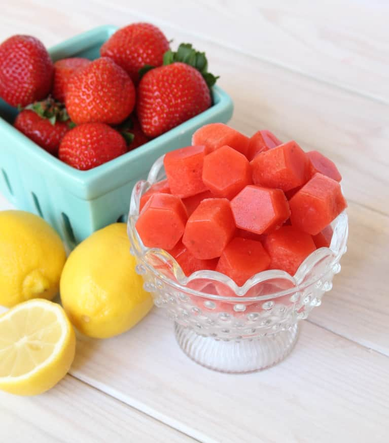 These Strawberry-Lemonade Gut-Healing Snacks Are The Perfect Last Taste Of Summer