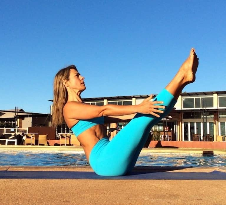 Build An Awesome Core With This 10-Minute Yoga Sequence
