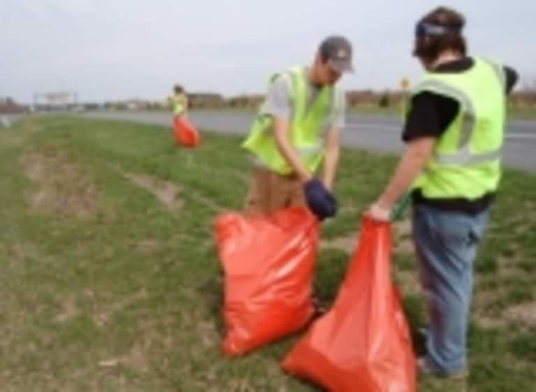 Pick Up Artists: Driving Across America, Picking Up Garbage