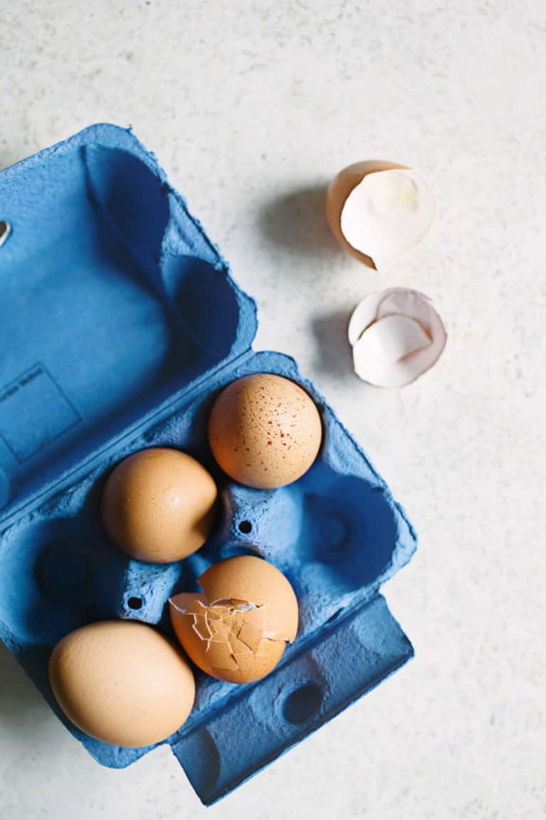 Composting At Home Doesn't Have To Be Hard (Or Smelly), Thanks To This Painless Guide