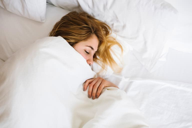 How To Optimize Your Sleep To Eliminate Sugar Cravings