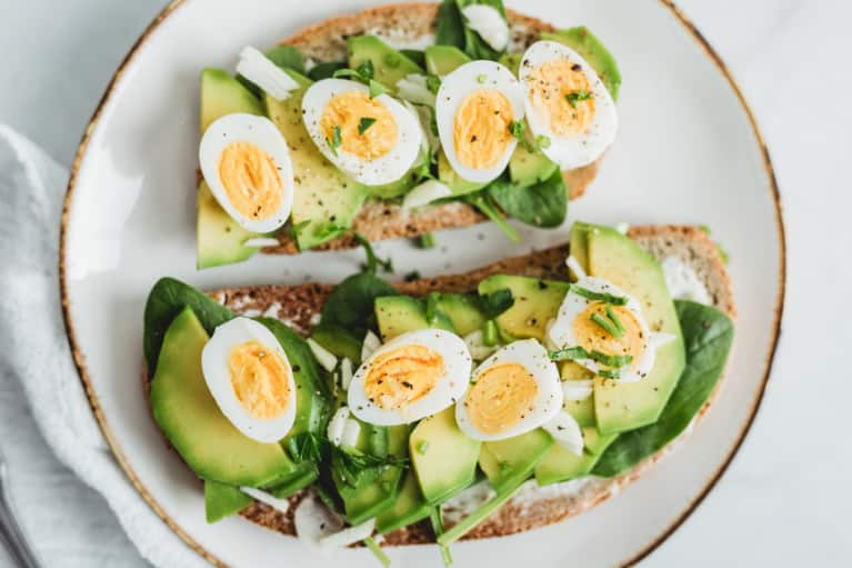 What The Healthiest People We Know Eat For Breakfast