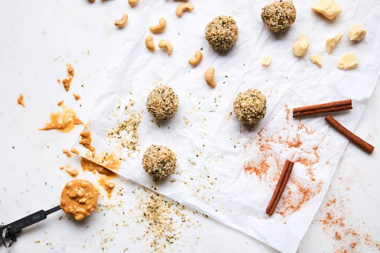 These White-Chocolate Energy Balls Are A Perfect Blood-Sugar-Balancing Snack