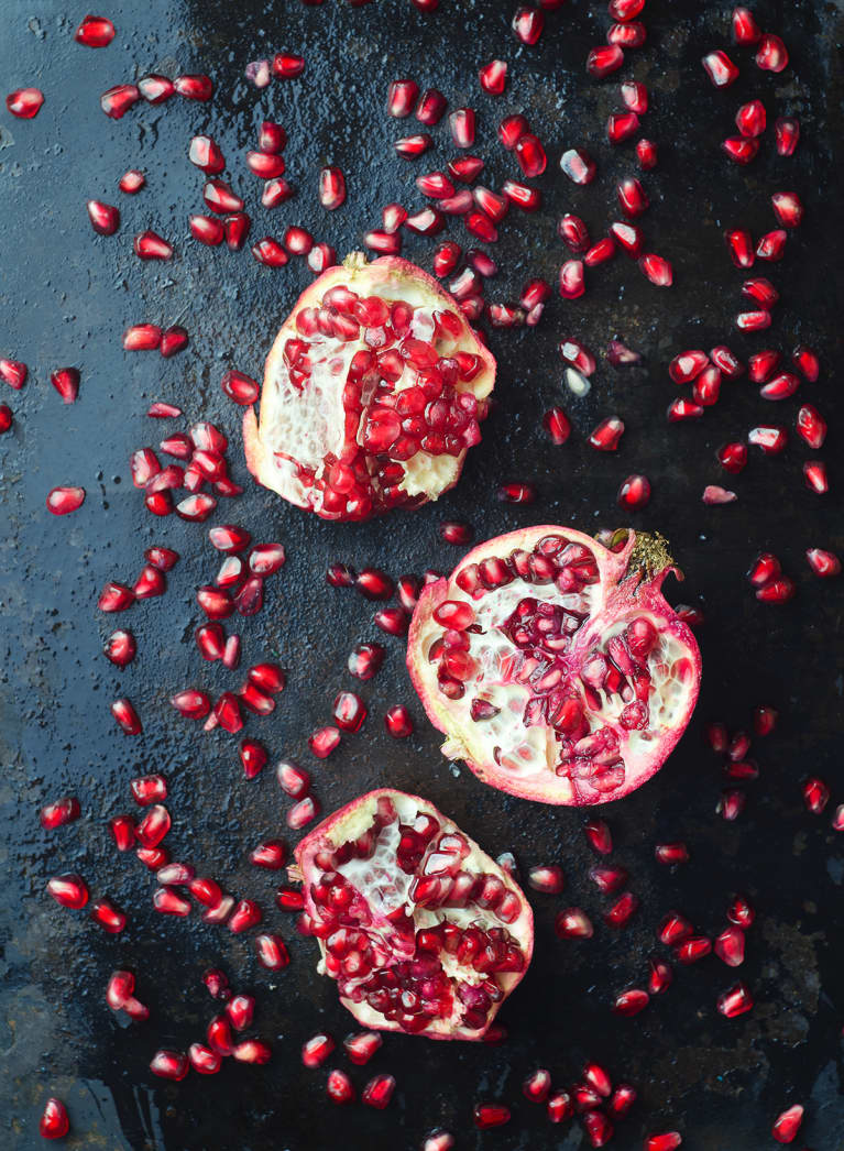 A Nutritionist's 2 Foolproof Hacks For De-Seeding Pomegranates, Without The Mess