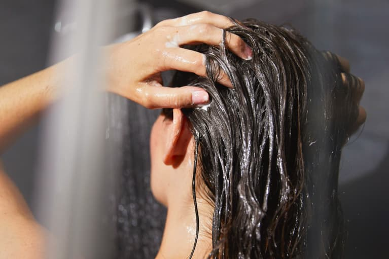 Yes, Waterless Shampoo Exists & It's Revolutionizing Sustainable Hair Care