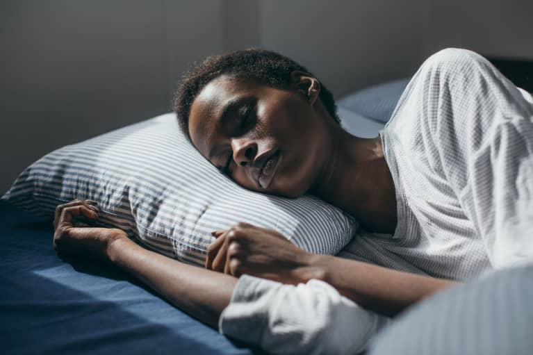 Study Confirms A Link Between Sleep & Diet That Women Need To Know About
