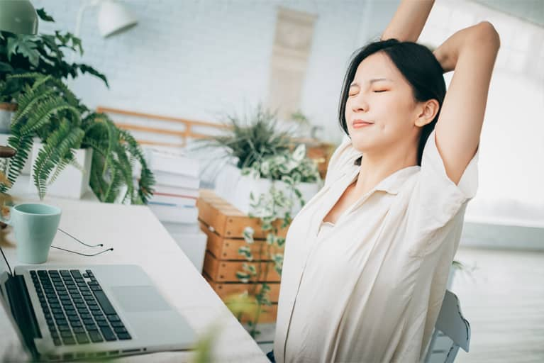 The Best Movements For Mental Health (That You Can Do From Your Desk)
