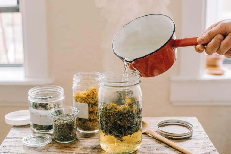 Brewing Homemade Dandelion Tea