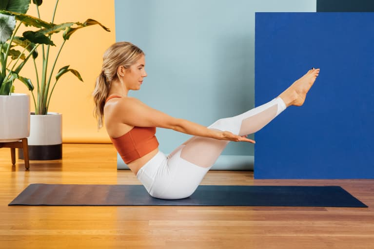 The 7 Best Yoga Poses To Fire Up Those Abs & Strengthen Your Core