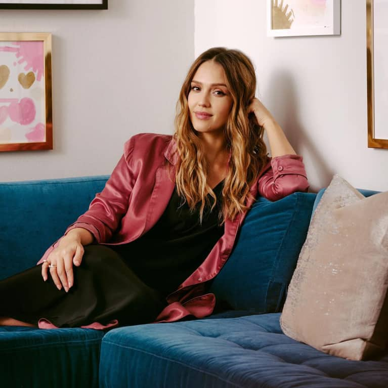The Facial Wand Jessica Alba Uses To Keep Her Skin Glowing