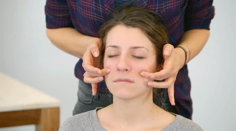 A Quick Facial Massage To Restore Your Skin's Natural Glow