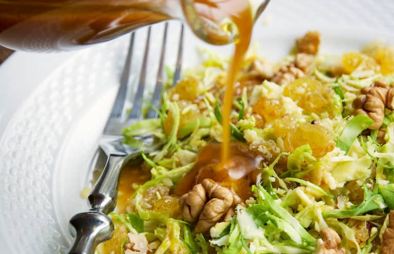 This RD's 4-Ingredient Dressing Makes Any Salad Go From Meh To Mouthwatering