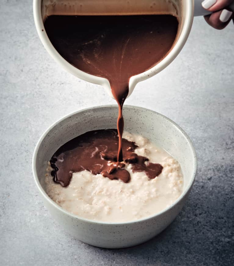 This Hot Chocolate Oatmeal Has An Anti-Inflammatory Secret Ingredient