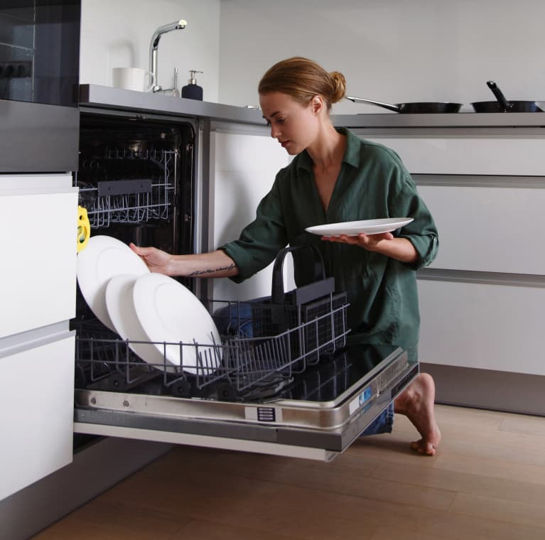 You're Ready For Thanksgiving — But Is Your Dishwasher? Here's What To Check