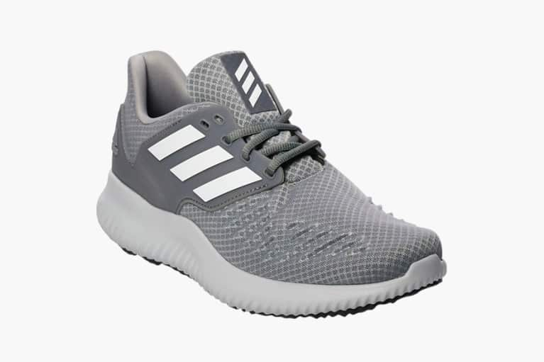 <p>Sneakers</p>