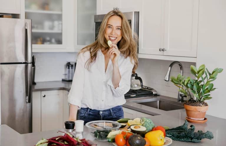 Ella Davar dietitian in kitchen