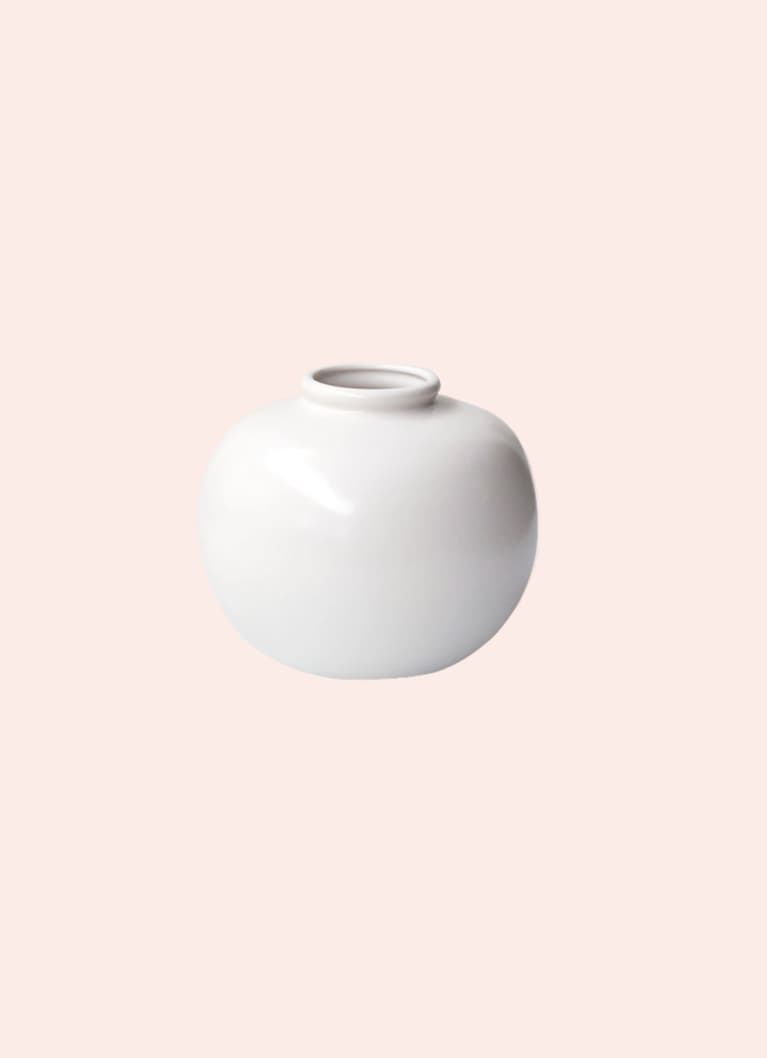 white circular vase from minzuu