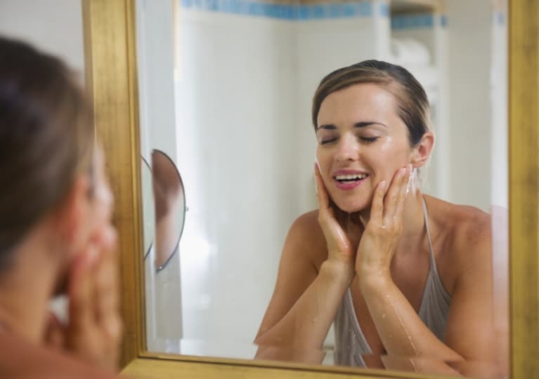5 Natural Ways To Clear Up Your Acne In Time For The Holidays