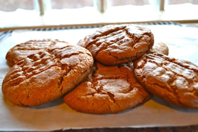 Treat Your Friends With These Flourless Almond Butter Cookies