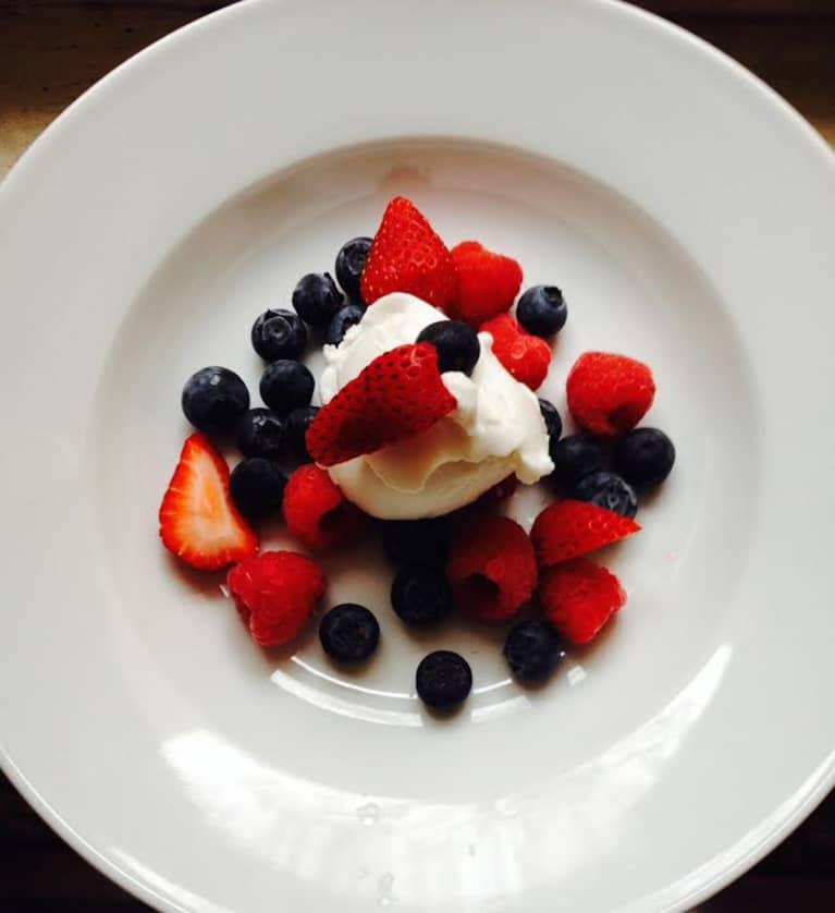 Berries & Vegan Vanilla Cream