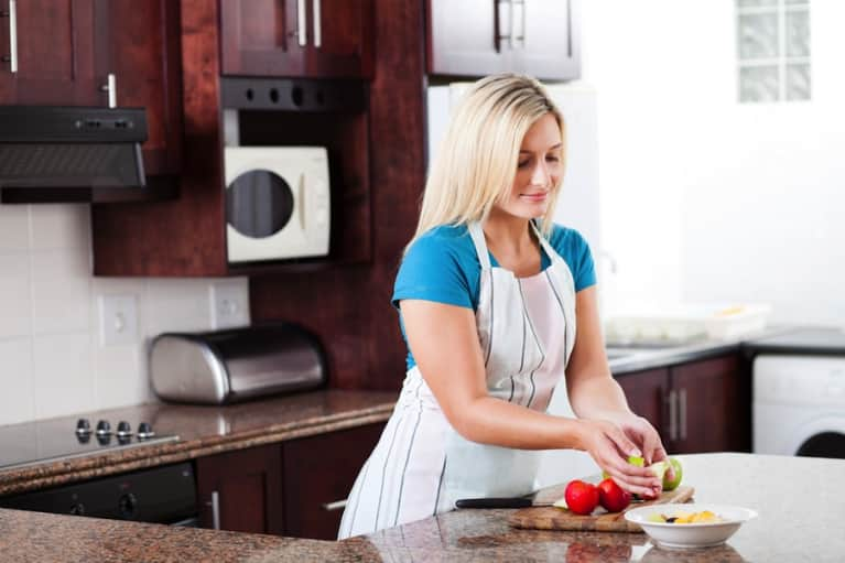 Home Alone? 5 Healthy Eating Strategies For The Single Gal
