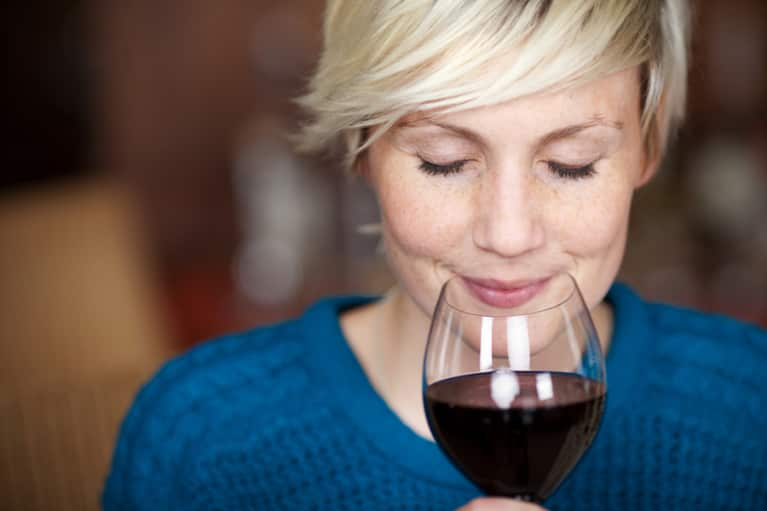 7 Ways Drinking Wine Can Improve Your Health & Happiness