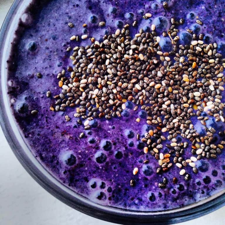 Quick Breakfast Fix: On-The-Go Blueberry Muffin Smoothie