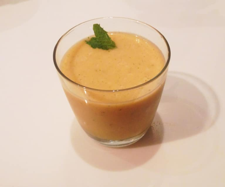 Cleansing Cantaloupe & Mint Smoothie