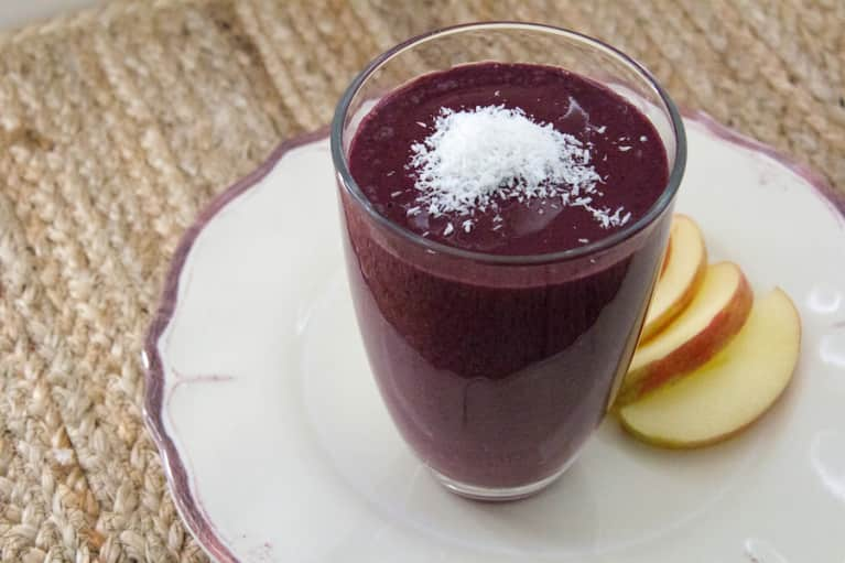 A Cacao & Berry Smoothie For A Quick Pick-Me-Up