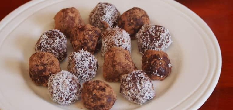 Chocolate-Chia Power Balls: Gluten, Fructose & Dairy Free