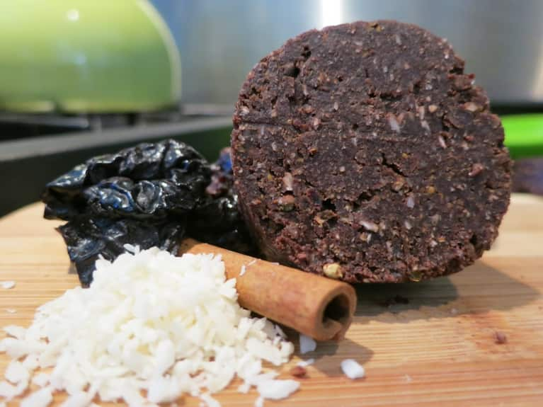 Raw Recipe: Chocolate Acai Energy Bars