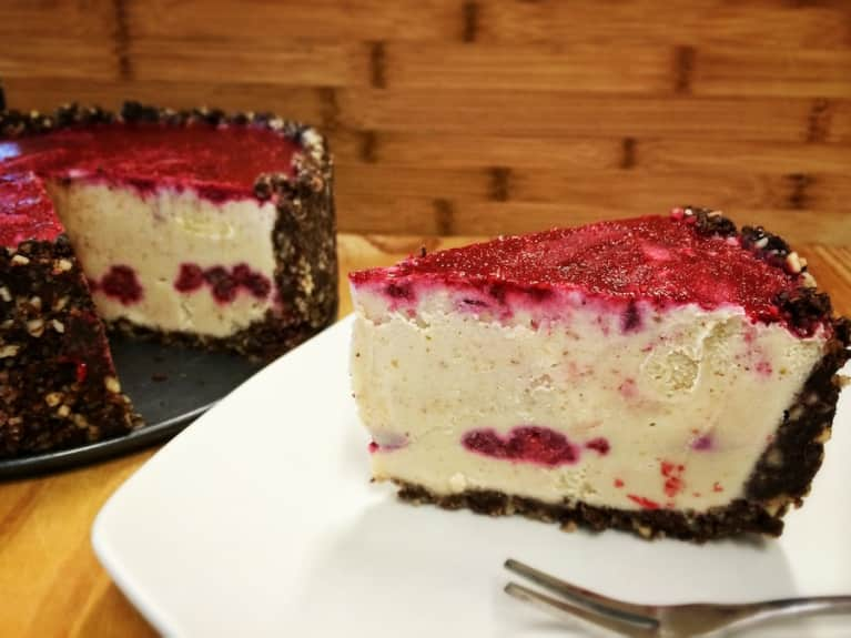 Raw White Chocolate Raspberry Torte (Super Easy To Make!)