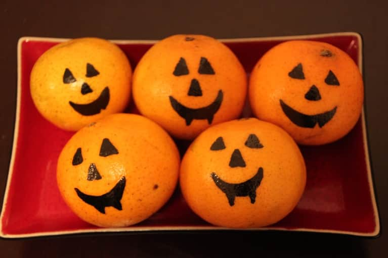 Clementine Jack-O-Lanterns: A Healthy Halloween Treat!