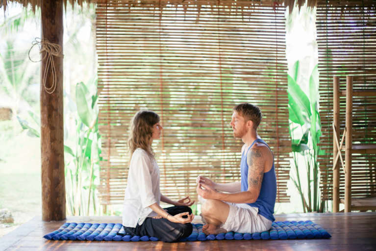 5 Reasons It's Better To Meditate With A Friend