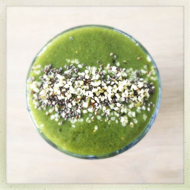 Drink This Green Detox Smoothie For Glowing Skin!