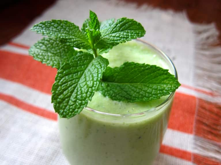 A Revitalizing Green Tea & Pineapple Smoothie